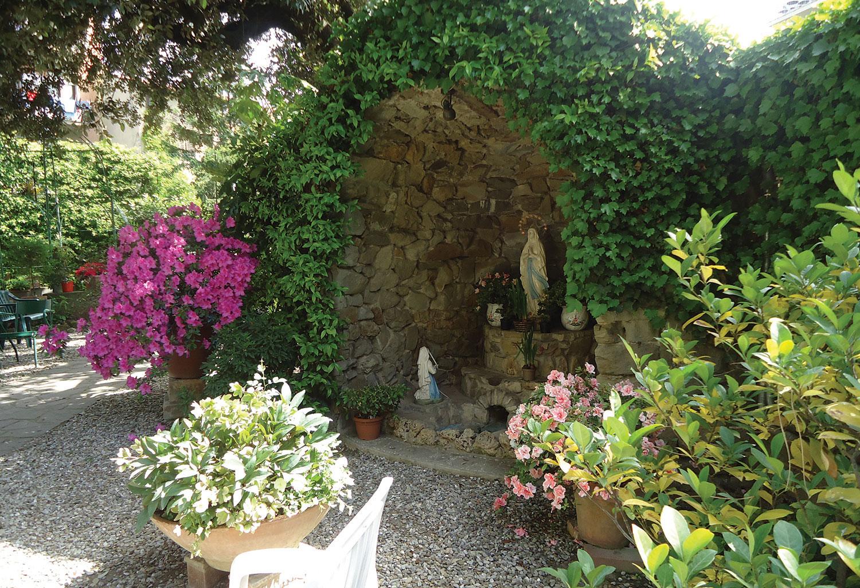 La grotta del giardino